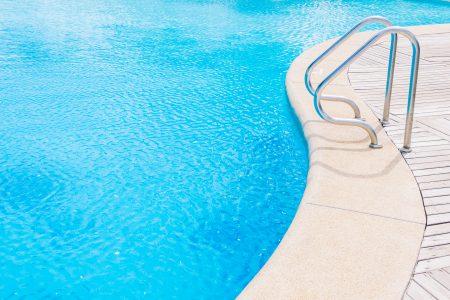 معالجة مياه حمامات السباحة
